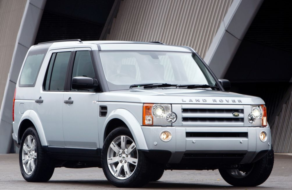 Land-Rover-Discovery-white-bluefin-1