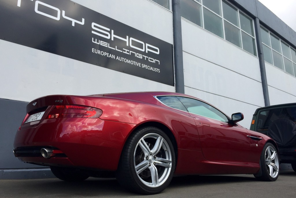 Toy-Shop-Aston-Martin-DB9-Garage-workshop-6