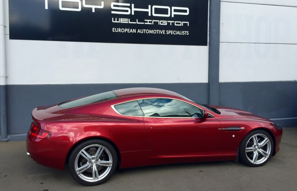 Toy-Shop-Aston-Martin-DB9-Garage-workshop-7